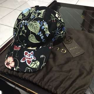 Gucci hat - Women Small size original and brand new