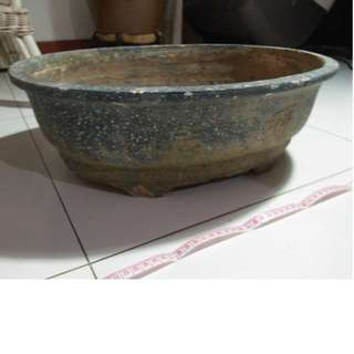 LARGE USED BONSAI POT EST 49CM X 38CM X 17CM  (L X B X H) MATERIAL:- UNSURE (COULD BE CLAY?) CONDITION:- USED WITH TRACES OF SOME HARDENED SOIL ON THE POT AND SOME PARTS MINOR CHIPS AND WEAR IF INTERESTED, SELF COLLECT AT BLK 208B PUNGGOL PLACE THANKS