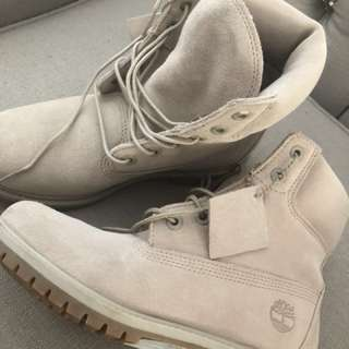 Woman's timberlands
