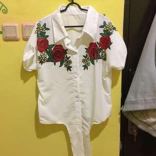 Kemeja putih floral