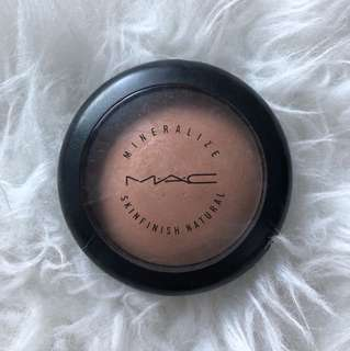 MAC Mineralize Skinfinish Natural in Medium Dark (lightly used)