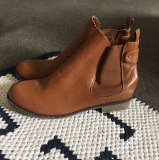 Novo Brown boots // SZ 11