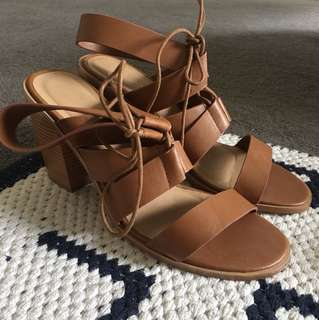 Strappy Heels // Tan Brown // SZ 42 - WO 10
