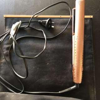GHD hair straightener metallic rose gold. 1 year old.