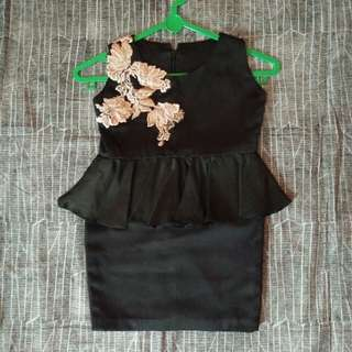 Dress saten paplum