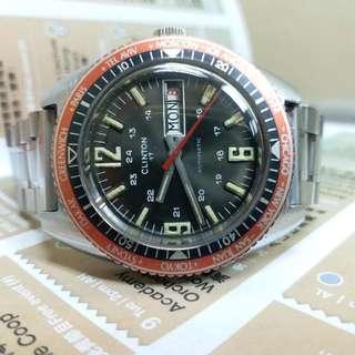 瑞士 CLINTON  DIVER  潛水錶  約1970年代出產  淡啡面  自動  38mm  ( 無計的 )  原裝波面膠   黑星期   紅日期   95%以上新    ( 只作收藏用 ) 我買時只係得錶頭   現送埋實心保險扣厚帶 ($ 200)