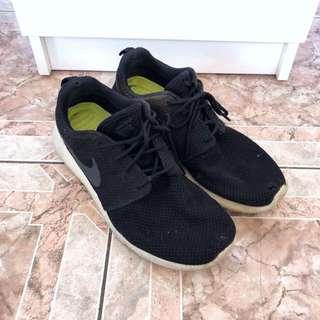 NIKE Roshe sneakers - size