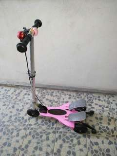 Scooter Dual Pedal Otoped Injak dengan Pedal