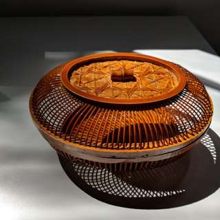 Rattan woven lacquer basket with lid