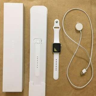 Apple Watch 銀色鋁金屬錶殼配白色運動錶帶
