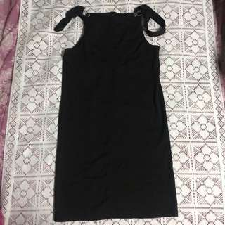 全新| 黑色吊帶長裙