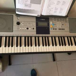 Yamaha keyboard PSR E323