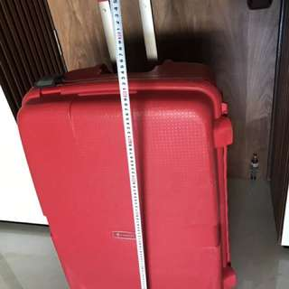 Carlton hard cover luggage in good condition