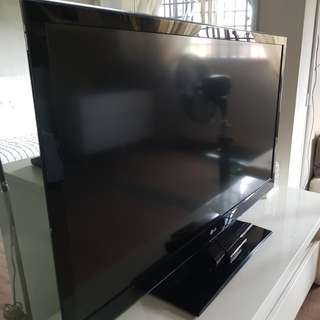 """LG 47"""" 3D LED TV to clear"""