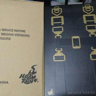 Batman Begins Batsuit Version Hottoys 空盒