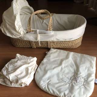 Wicker Moses basket with sheets