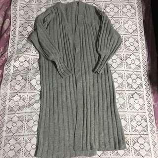 灰色長版毛衣罩衫 厚款
