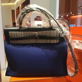 全新Hermes herbag31 Bleu indigo/electric blue