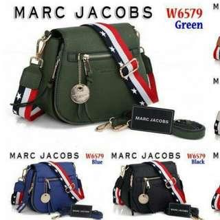 Marc Jacobs W6579