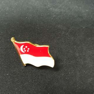 NEW Singapore flag collar pin