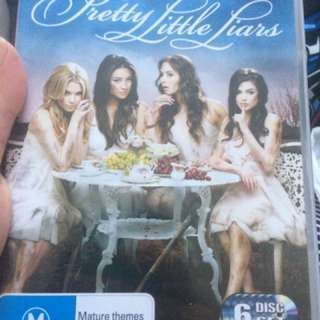 Pretty little Liars Season 2 DVD set