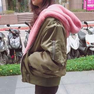這件🔥🔥🔥 史上最保暖的MA1出現!正韓的撞色絨毛帽OVERSIZE MA1💟 綠/粉 2色