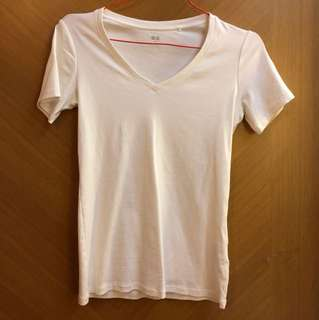 V neck uniqlo tshirt white