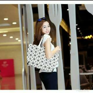 Geometric Split Joint Plain Shoulder/Handbag
