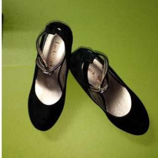 🚚 #女鞋 Lucky Girl 黑絨楔型高跟鞋