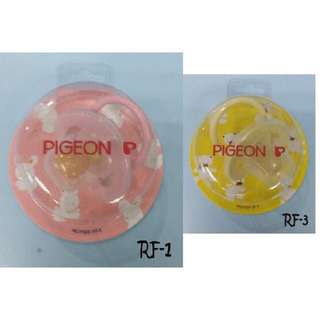 Pigeon pacifier puting