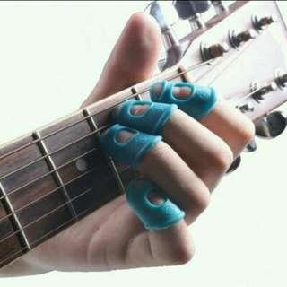 Pelindung jari silikon untuk memetik gitar