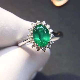 18k gold emerald ring with diamond