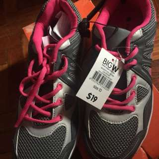 Running shoes size US10