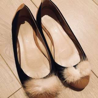 Faux suede and fur pompom shoes