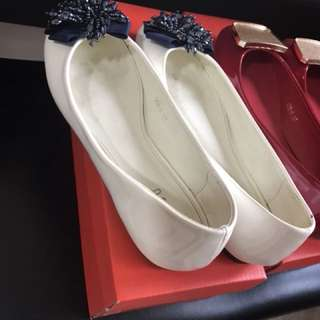 Mitju White and Red Flats