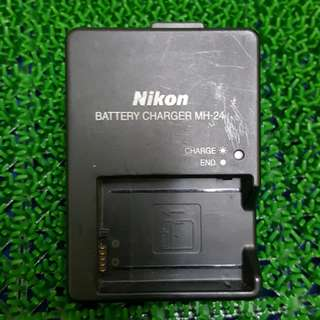 Preloved Nikon battery charger MH-24 for EN-EL14