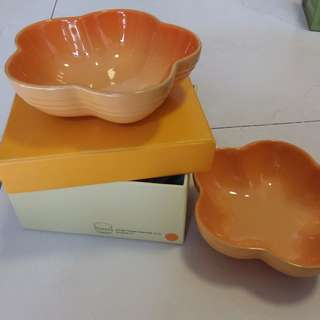 Le creuset small flower dish