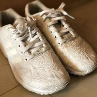 Adidas全白球鞋