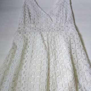 Midi dress putih + cardigan