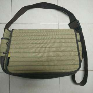 Rephoto Padded Messenger Bag For Camera And Laptop