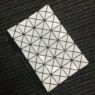 NEW Geometric Clutch