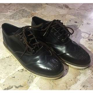 Genuine Leather Wingtip Lowboots