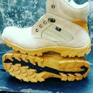 Boots safety (ujung pake besi)