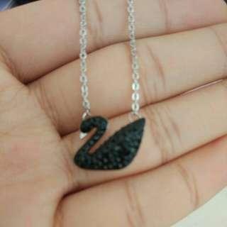 Swarovski necklace 施華洛世奇 黑色 天鵝 項鍊 99新