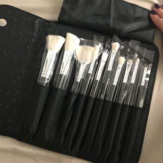 Morphe Set 692 10-Piece Deluxe Set with Ostrich Skin Snap Case
