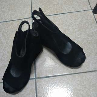 麂皮厚底涼鞋/這雙穿四五次保存良好
