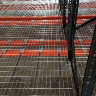 Heavy duty wire mesh decking