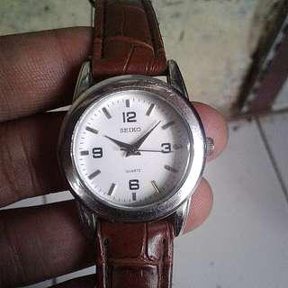 Jam tangan seiko quartz