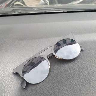 Kacamata hitam