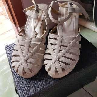 Sepatu sandal wedges cantik